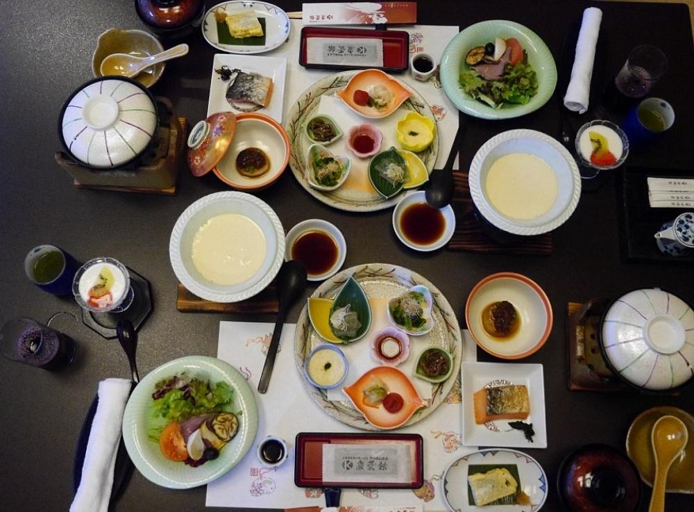 Вменю— традиционные японские блюда.