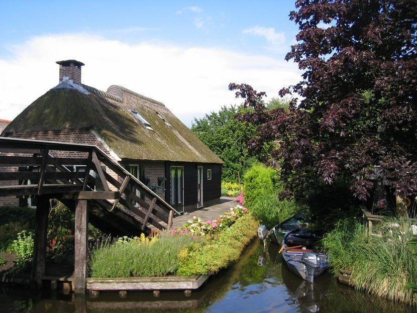 Вскоре после этого многочисленные посетители ласково прозвали деревушку «Голландская Венеция» или «С