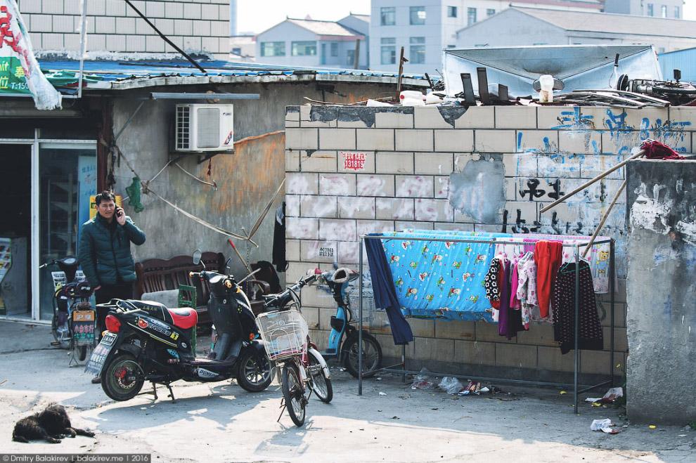 4. Мотороллеры — самый популярный азиатский вид транспорта. На нем ездят семьями: по три, по че