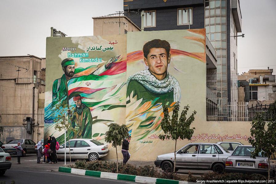 30. Иран отличается высокой степенью патриотизма. Много где можно увидеть огромные граффити на стена