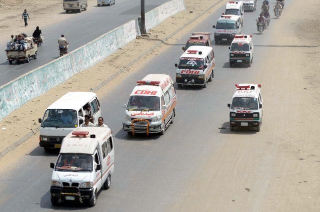 При столкновении поездов вПакистане погибли 4 человека, 150 пострадали