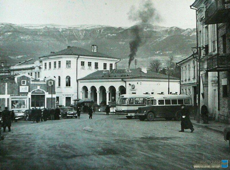 Автовокзал на площади Радина.
