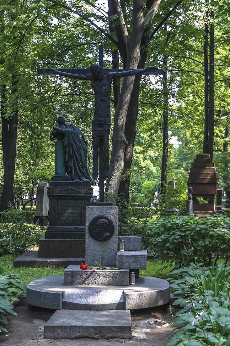Могила кутузова в александро-невской лавре