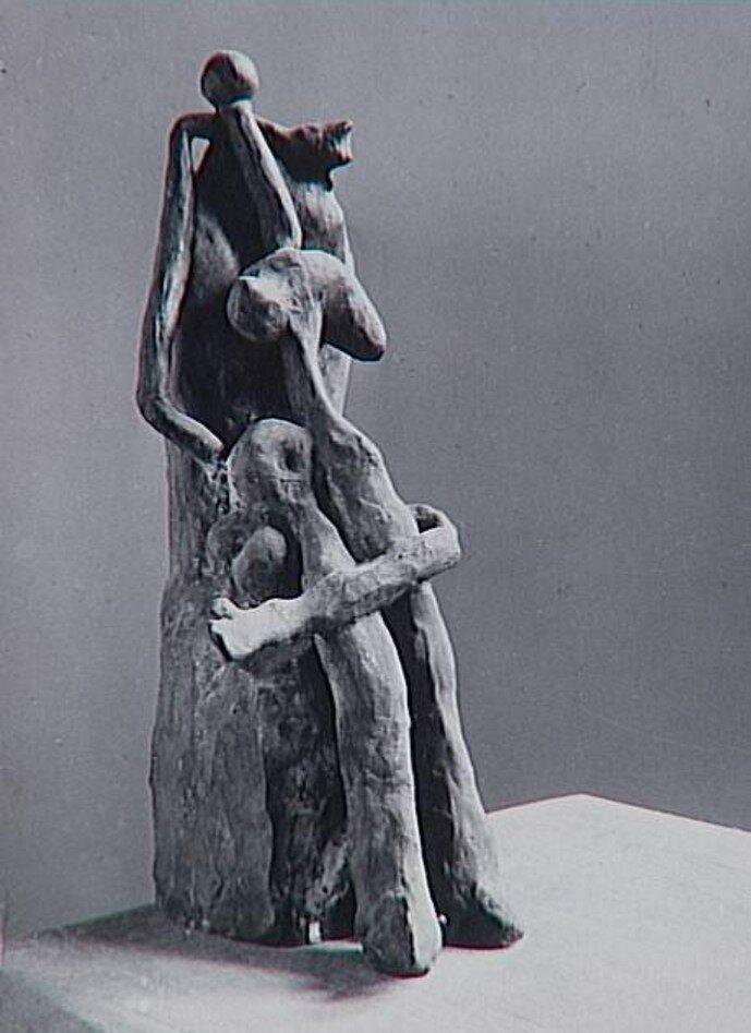 1932. Женщина на троне