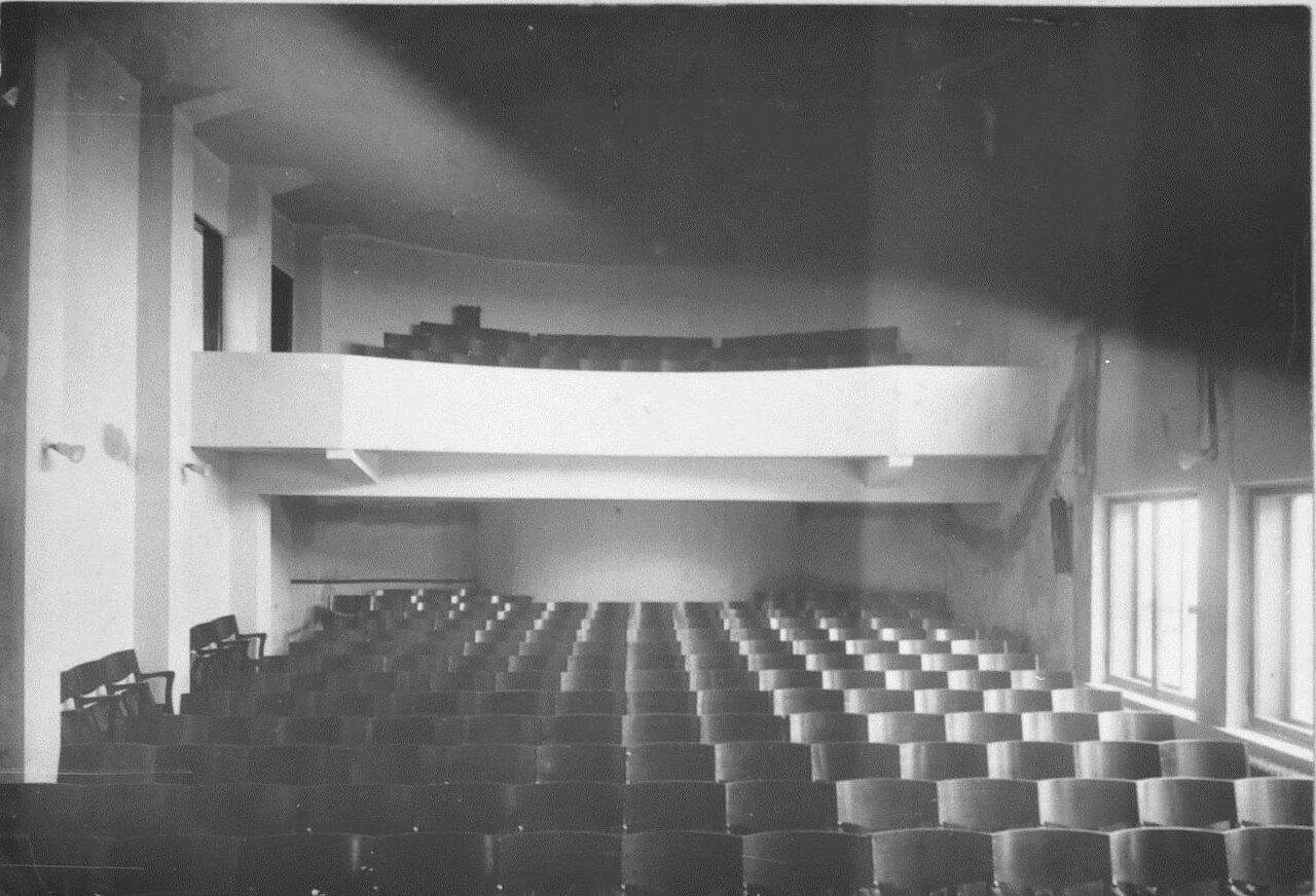 Внутренний вид здания. Кинозал