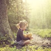 Девочка с медвежонком