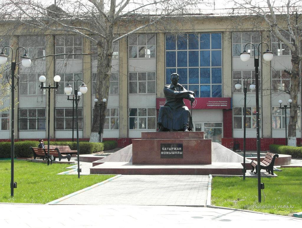 Бауыржан Момышулы Памятник Шымкент