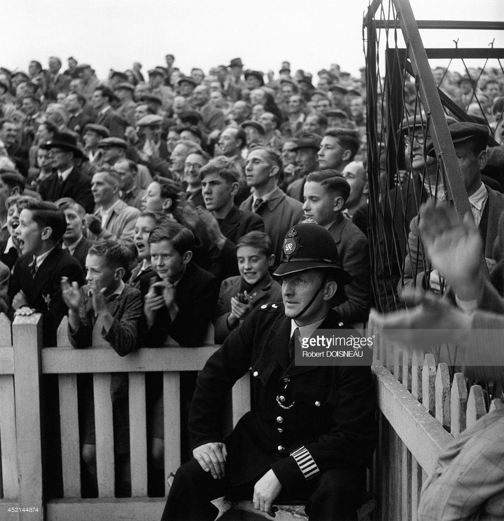 1950. Толпа на стадионе в Лондоне