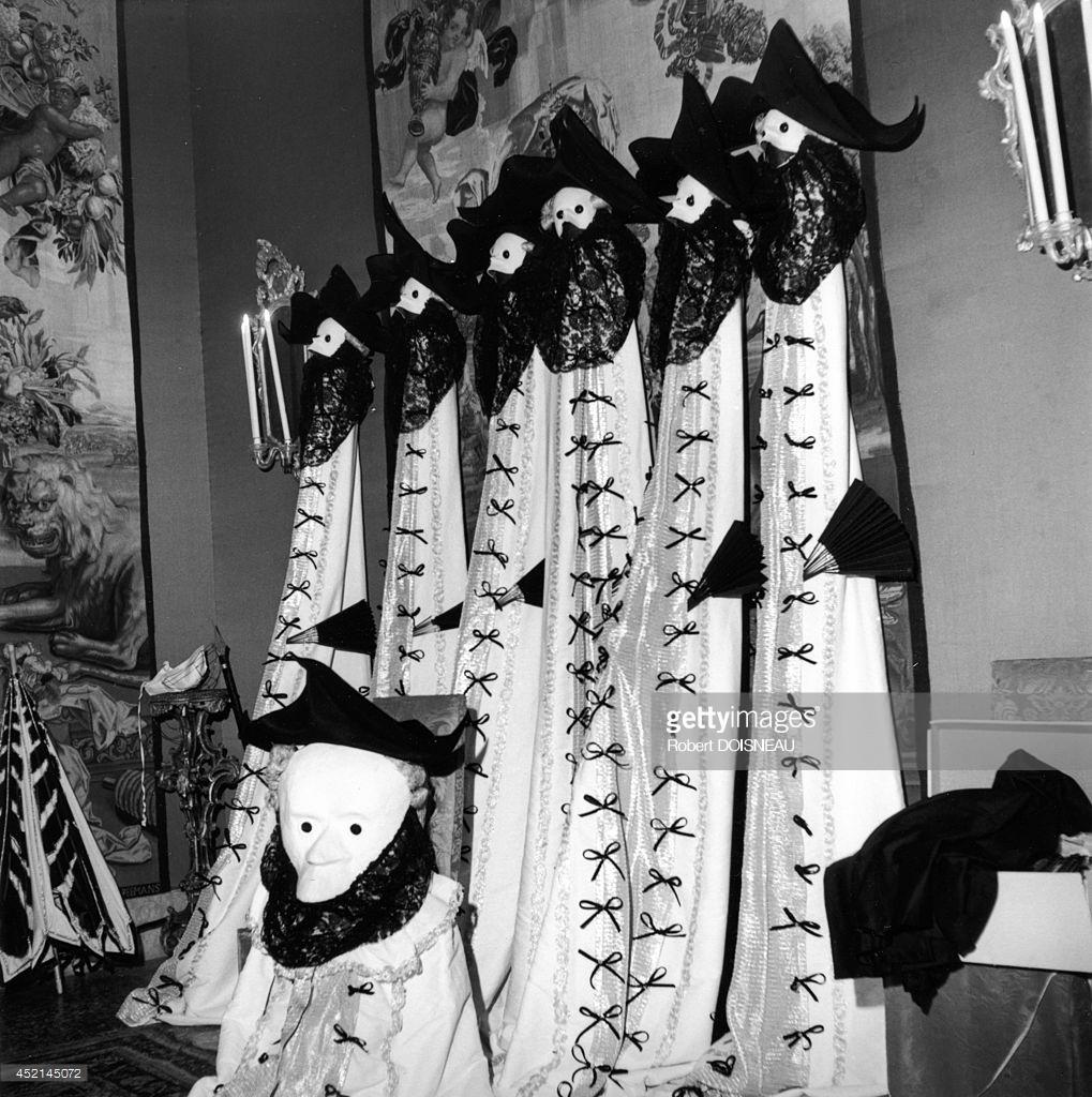 1951. Костюмы для «Le Bal Oriental», созданные Карлосом де Бэйстегуем в Palazzo Labia 3 сентября в Венеции