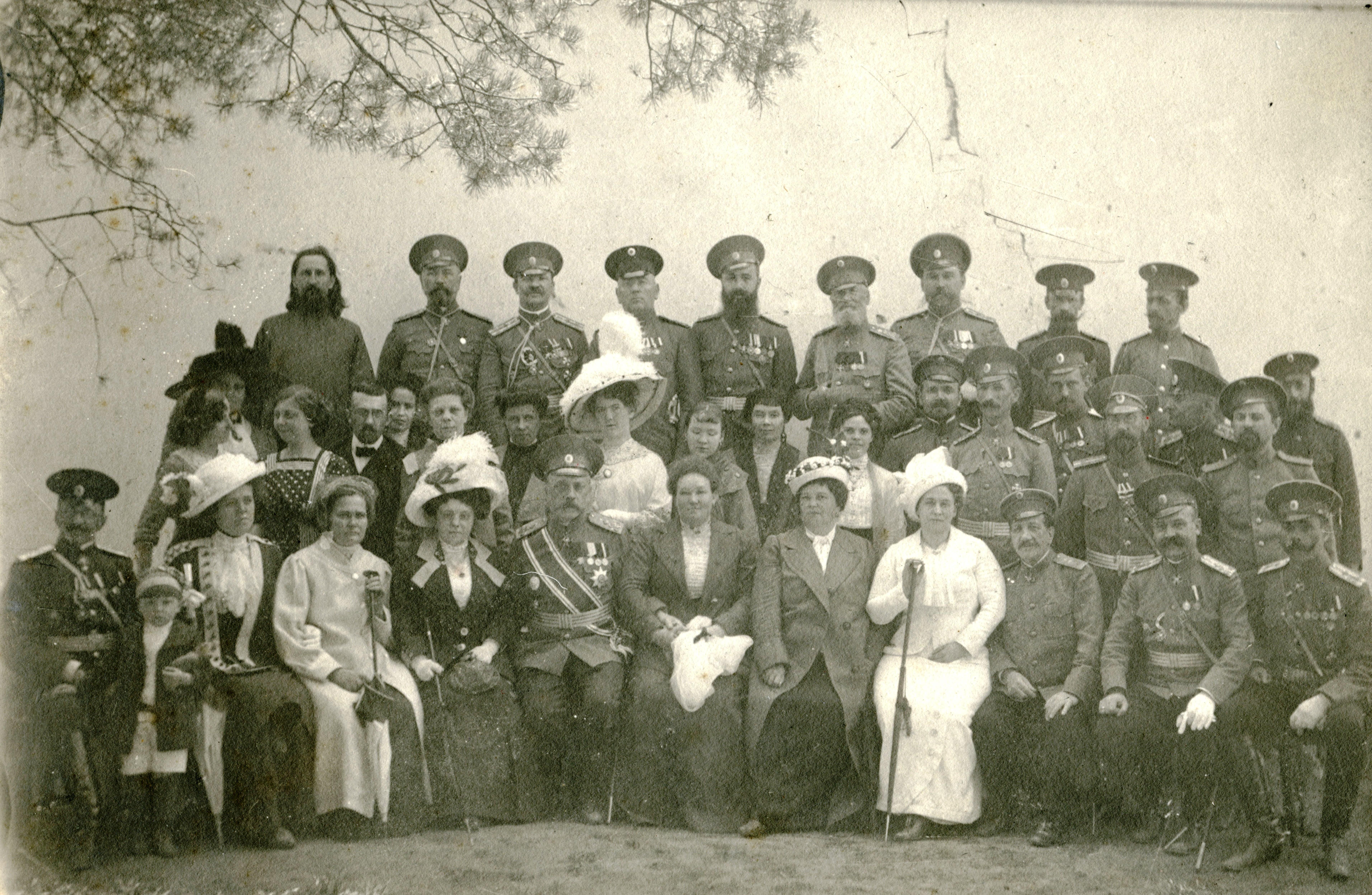 Офицеры Кадетского Корпуса с жёнами