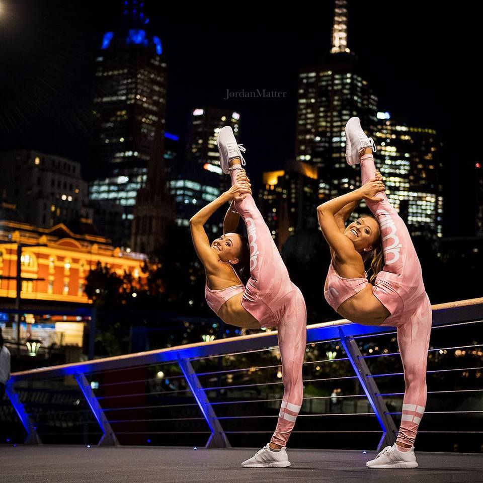 Twins, acrobats from Australia conquered the Internet thanks to his amazing tricks Samantha, this, also, togethervery, acrobatics, doing, doing, more, which, says, only, after, Girls, always, it is worth, namely, something, itself, again