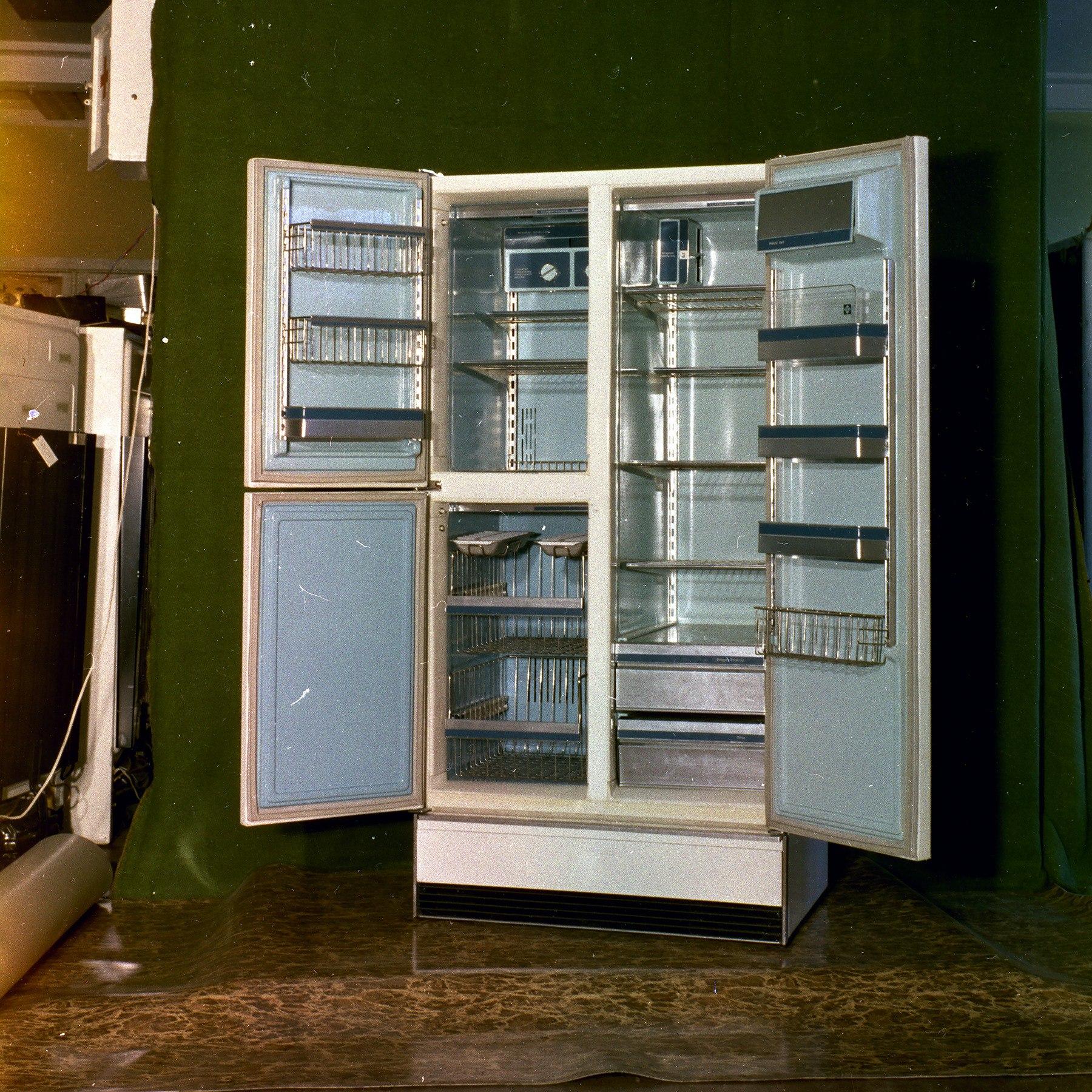 Перспективная модель холодильника МКШ-400 1977