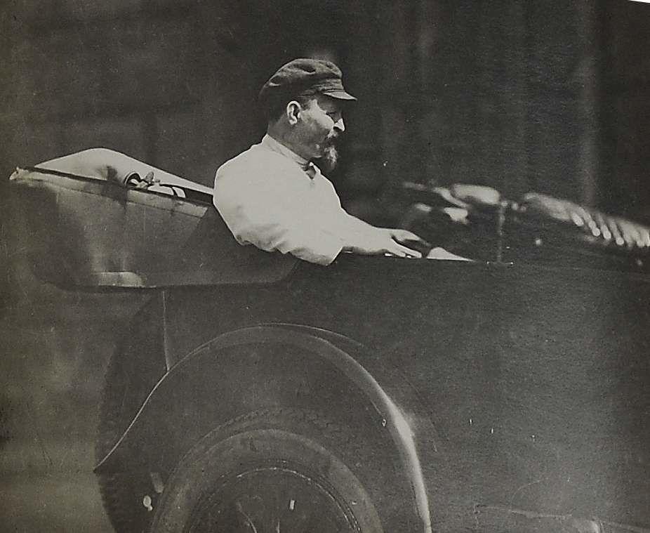 1920-е. Фото председателя ВЧК при СНК РСФСР Ф. Э. Дзержинского в автомобиле