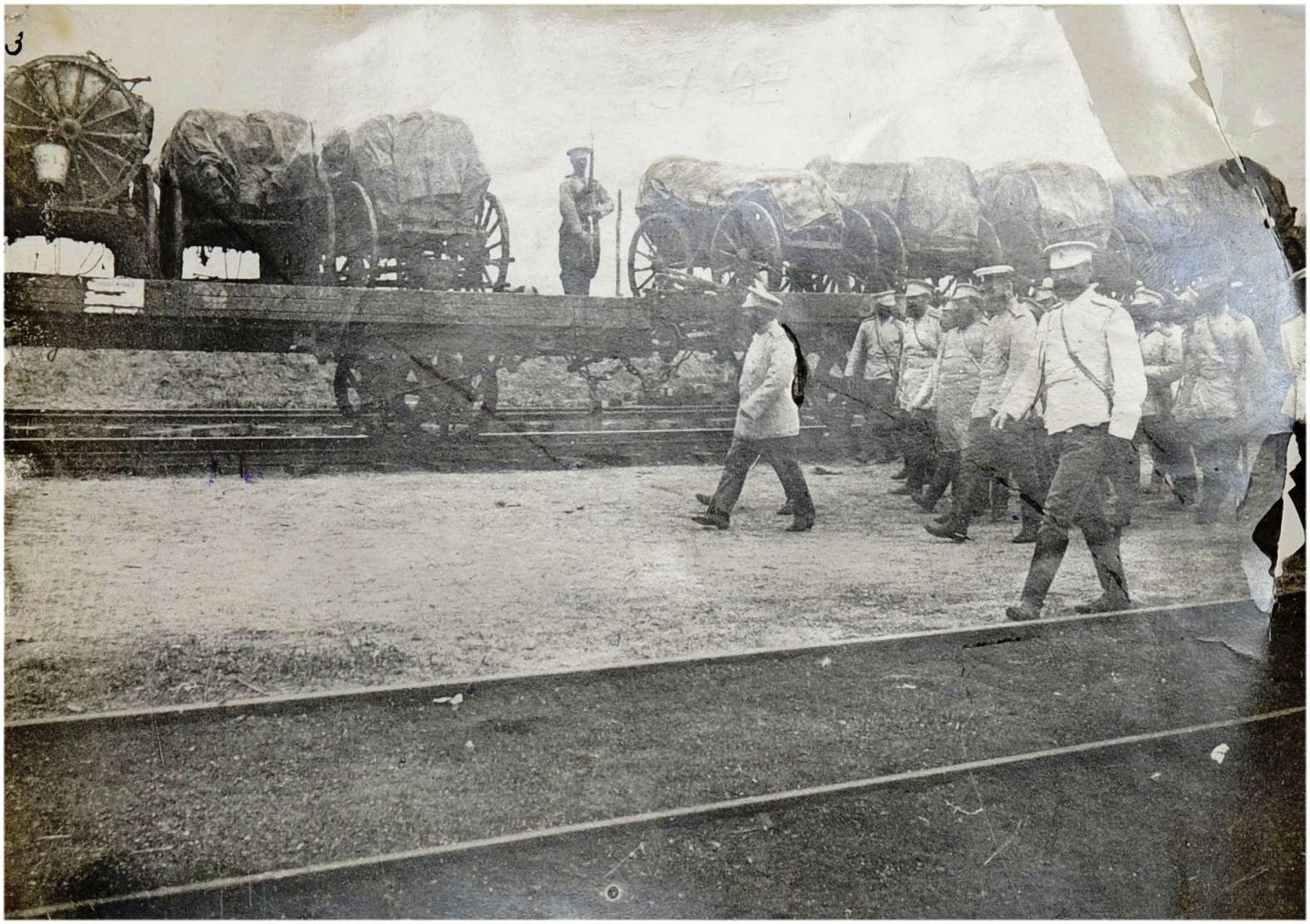 Фото обхода Главнокомандующим всеми сухопутными и морскими вооружёнными силами, действующими против Японии генерала от инфантерии генерала-адъютанта А. Н. Куропаткиным состава с прибывшими войсками. 1904