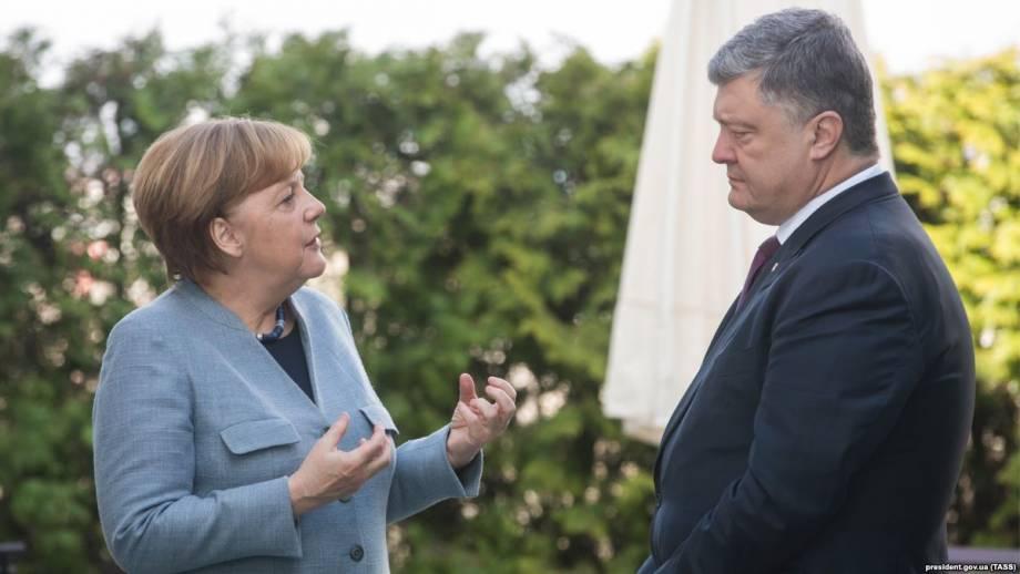 Меркель подтвердила возможную встречу с Порошенко и Макроном без Путина