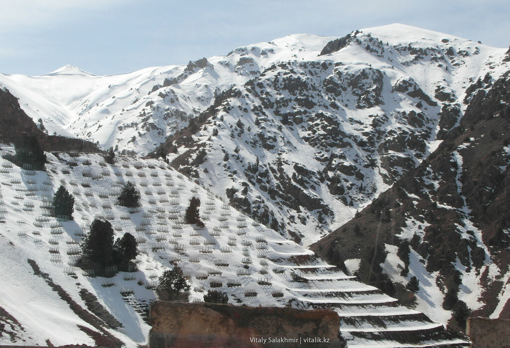 Противолавинные сооружения, перевал Камчик, Узбекистан