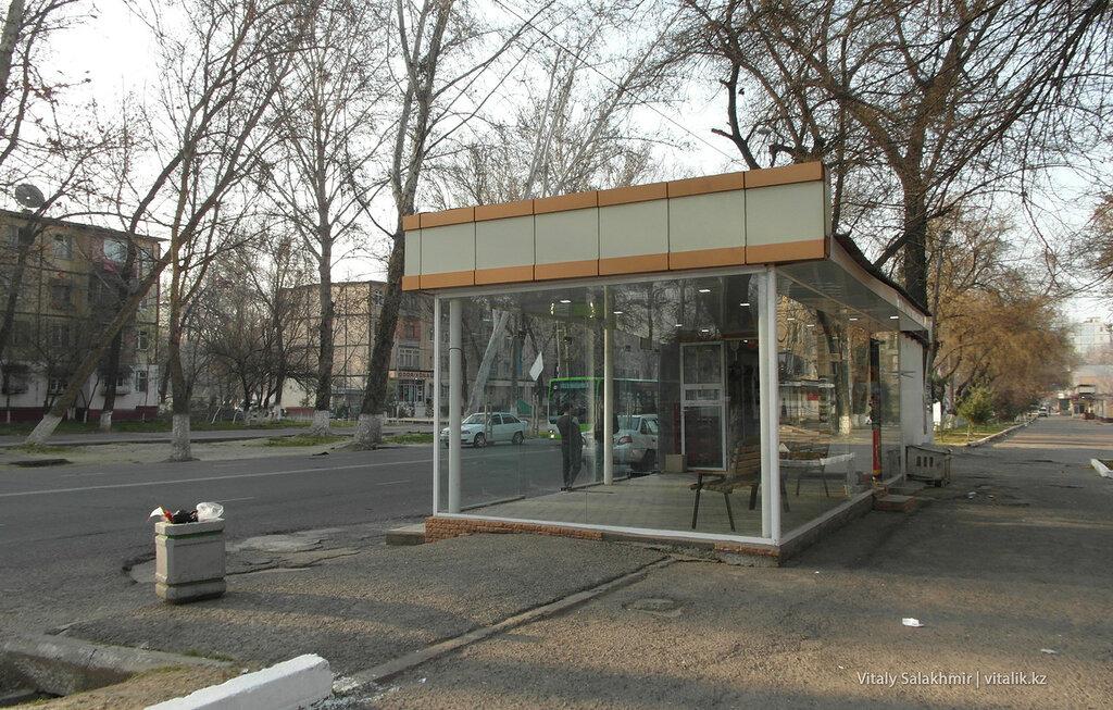 Стеклянная остановка в Ташкенте, Узбекистан