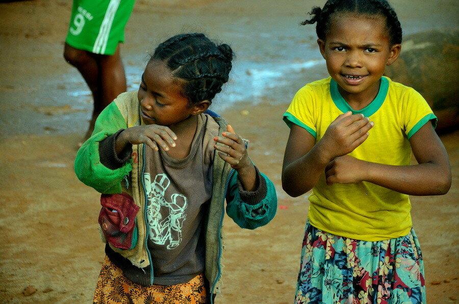 Дети Лица мальгашей во время подготовки к 8 марта Лица мальгашей во время подготовки к 8 марта 0 1b1103 7972c637 XXL