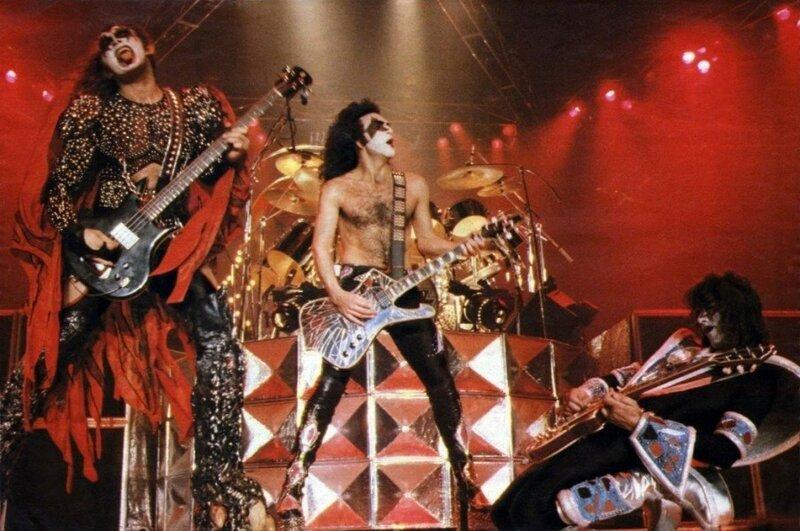Шокирующий рок. Главные поставщики эпатажа в рок музыке.