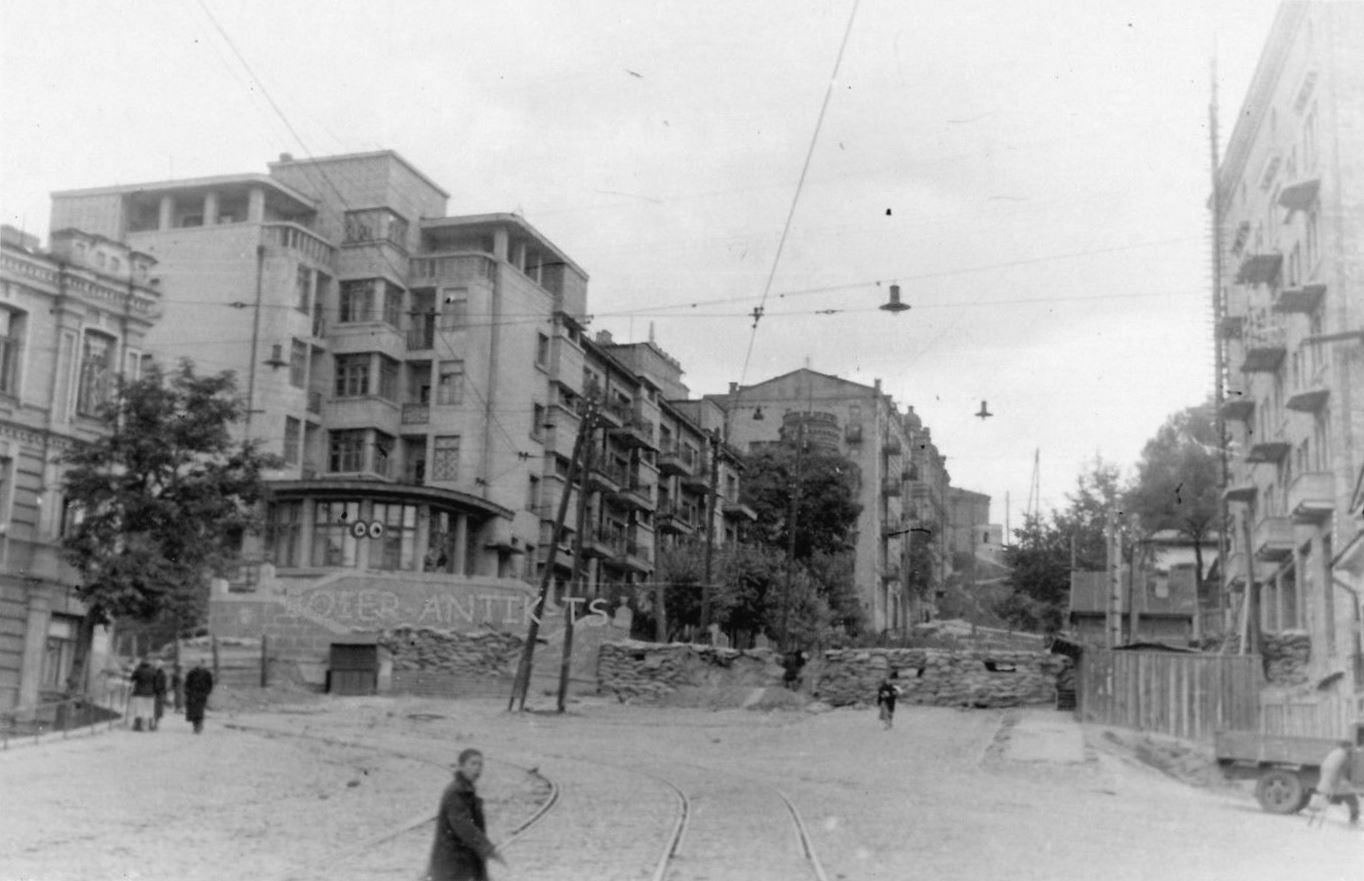 Баррикады на улицах Киева. Сентябрь 1941 года.