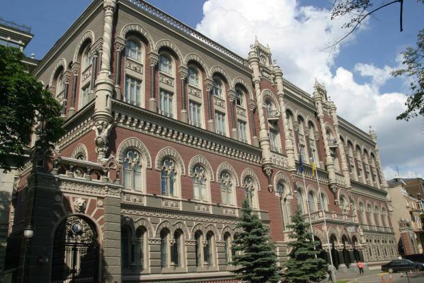 Ограничение снято: Нацбанк отменяет проверку паспортов во время обмена валют до 150 тыс. гривен