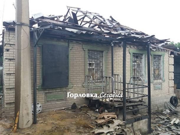 Горловка после обстрела: жуткие разрушения поселка - пострадали школа и местный рынок. ФОТОрепортаж