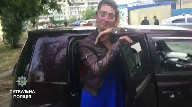 Киевскую патрульную, попавшуюся на пьяном вождении, отстранили от службы. ФОТО
