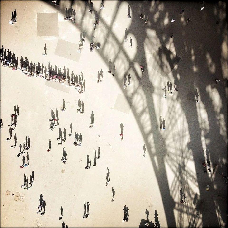 «Тени Эйфелевой башни», Вики Каучман. Победитель в категории «Архитектура».
