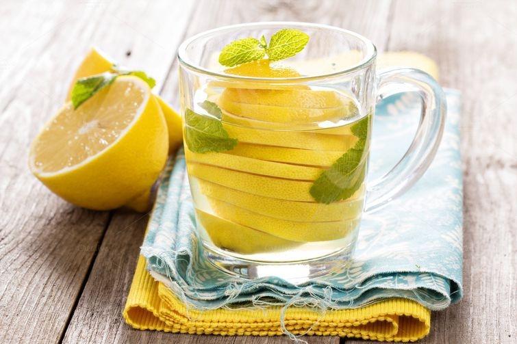 2. Зеленый чай и лимонный сок. Этот союз поможет получить организму больше антиоксидантов, из которы