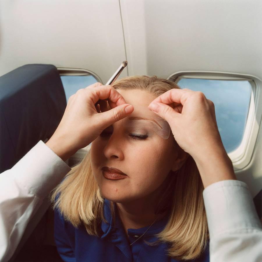 6. Стюардессы должны уметь обращаться с неадекватными пассажирами. Их даже учат, как правильно бить
