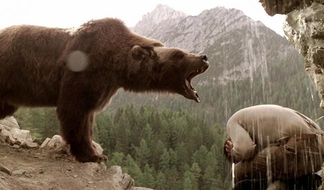 История о медвежонке, потерявшем свою мать и прибившемся к большому раненому медведю. Вместе им