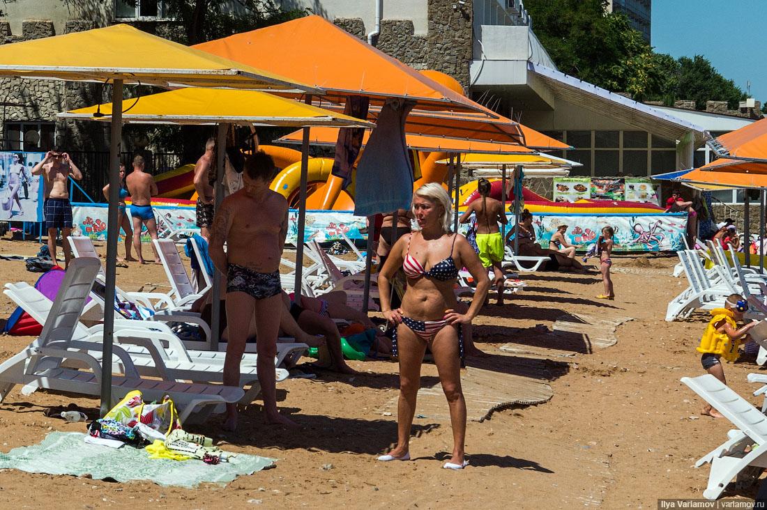 Что касается фотографий с пустыми пляжами. Я понимаю, что фото из этого поста могут вырвать из конте