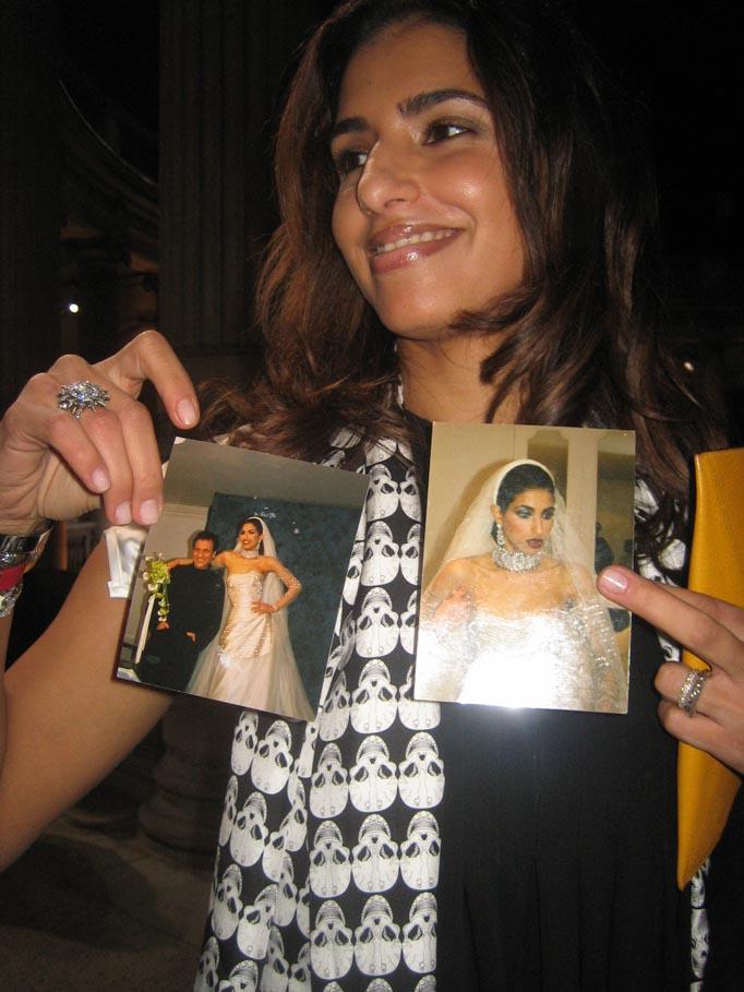 7. Многие дизайнеры причисляют себя к ее поклонникам. Так, свадебное платье Дины было создано одним