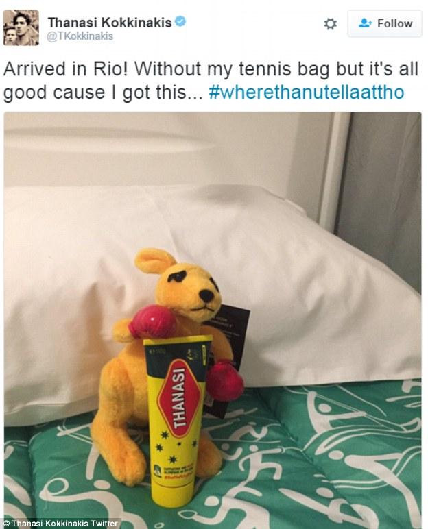 Теннисист Танаси Коккинакис приехал в Рио без ракеток, потому что авиакомпания потеряла его багаж. Н