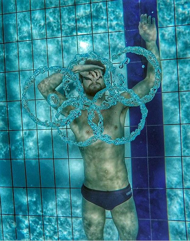 Российский пловец нарисовал нам всем олимпийские кольца своим дыханием.