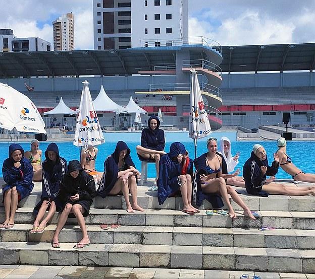 Хотя по ним видно, что в тренировочном бассейне совсем не жарко.