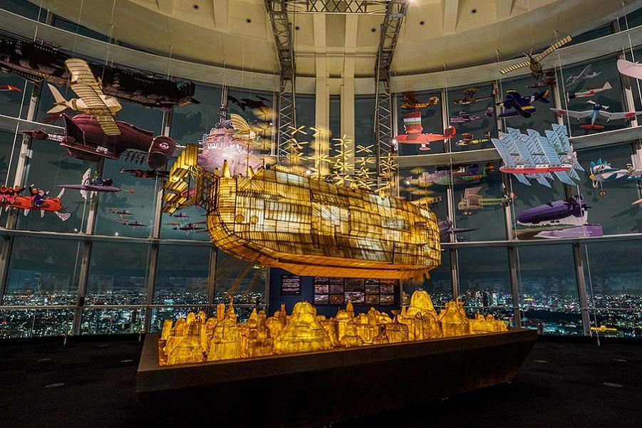 """""""Замок в небе""""- гигантский освещенный корабль"""