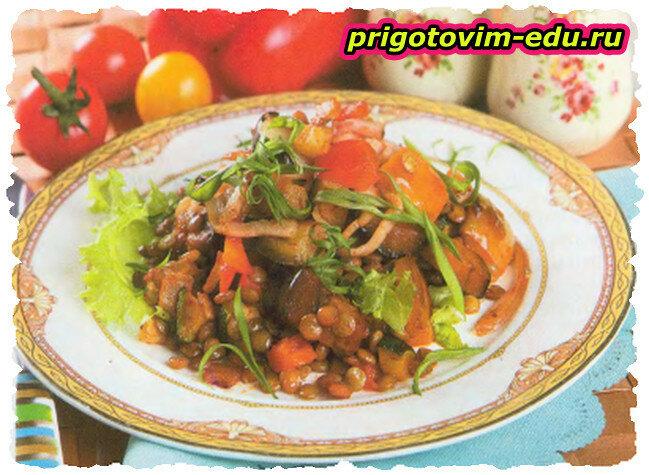 Овощное рагу с чечевицей и беконом