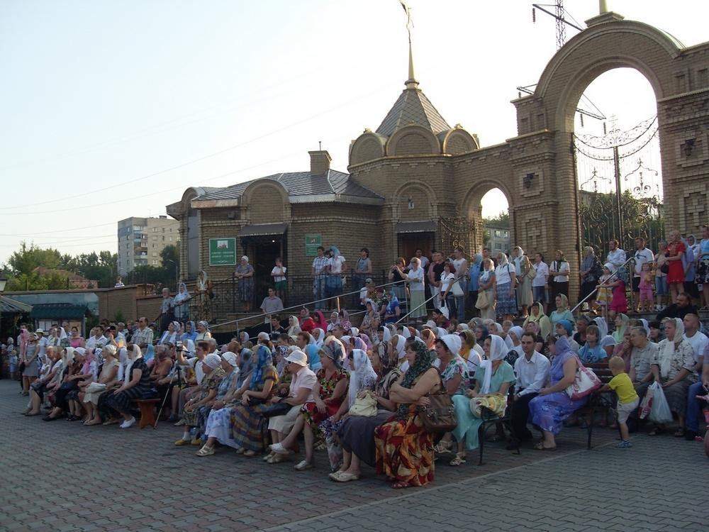Праздничный концерт в честь праздника святых Петра и Февроньи Муромских в Алчвске 8 июля 2011 г