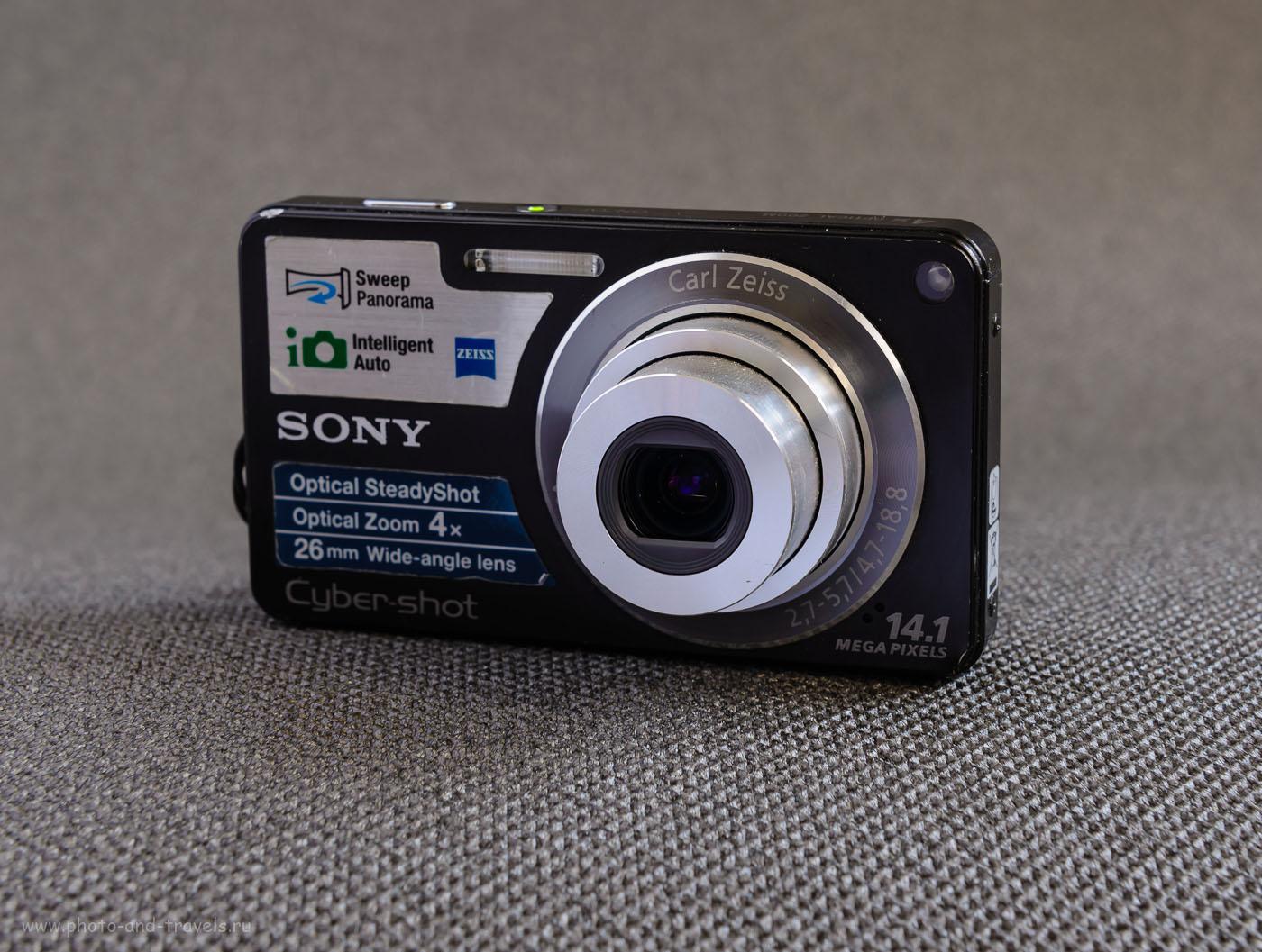 Фотография 5. Даже на объективе мыльницы SonyCyber-ShotDSC-W350 указано реальное фокусное расстояние, чтобы не возникало путаницы (ФР= 4,7-18,8 мм). Ознакомившись с техническими характеристиками на сайте производителя, можно выяснить, что эквивалентное фокусное у этой модели составляет 26-105 мм. Максимальная диафрагма меняется от f/2.7 на коротком конце до f/5.7 при полностью выдвинутом тубусе.