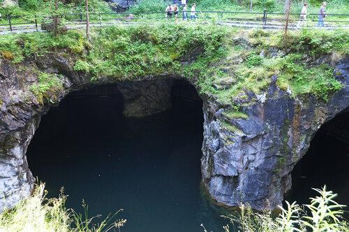 Подземное озеро..