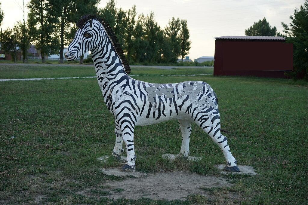 Скульптура зебры