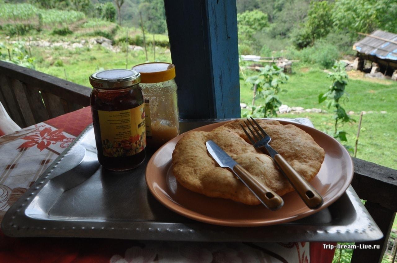 В трекинге нам очень полюбился непальский хлеб