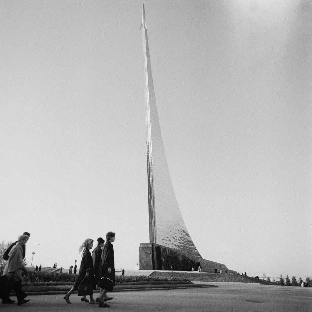 Москва. Памятник Покорителям космоса, ВДНХ