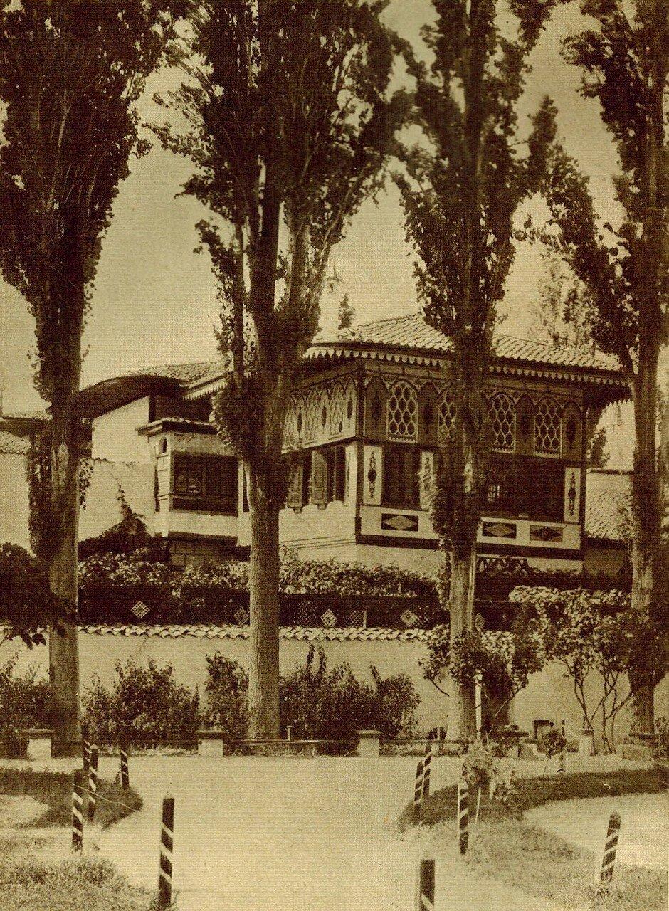 Золотой кабинет. Вид с большого двора