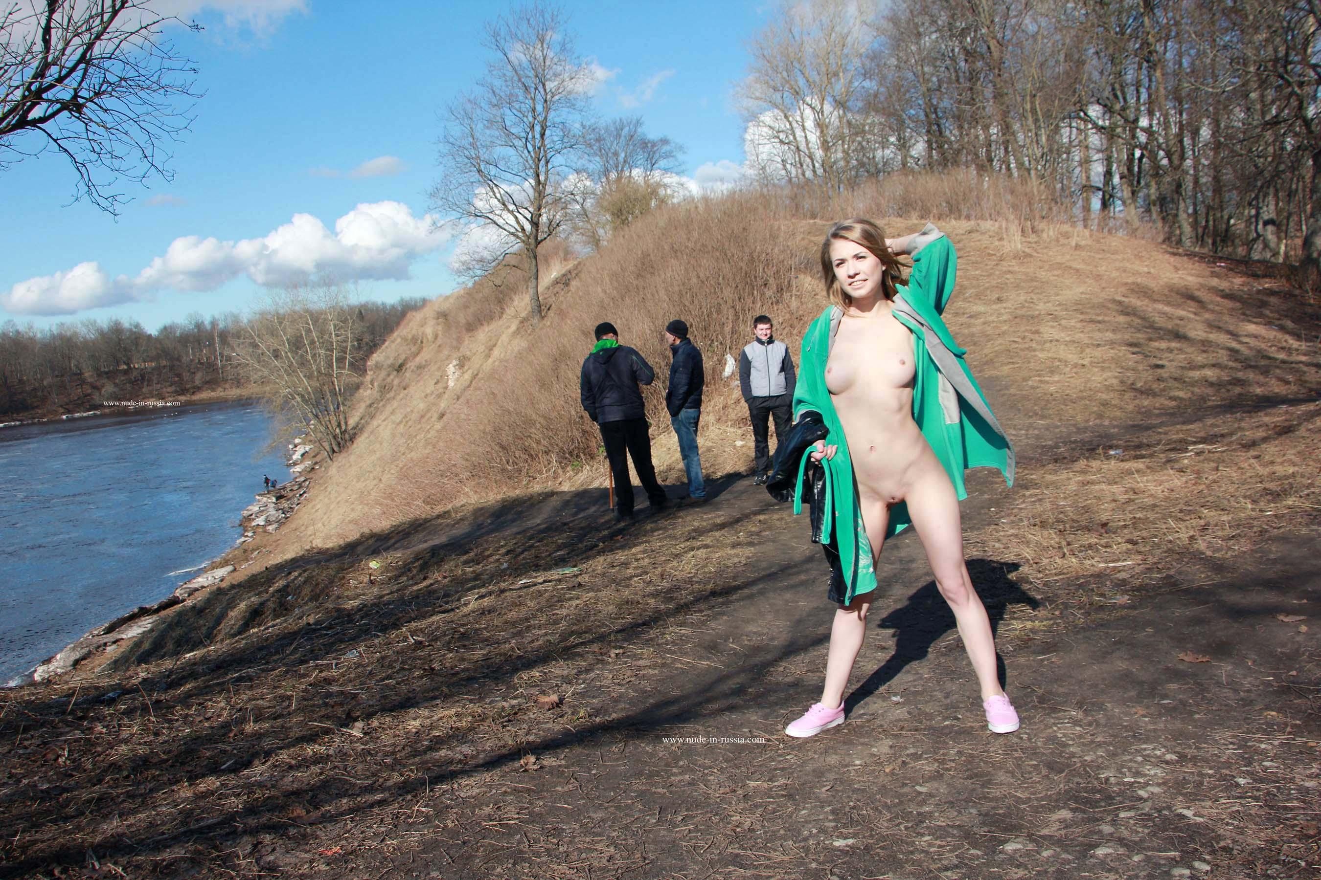 Ева на прогулке в Кингисеппе