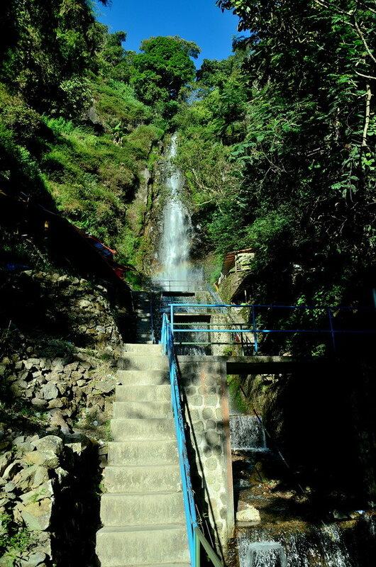 Водопад Озеро Саранган (danau sarangan) рядом с вулканом Лаву на Восточной Яве Озеро Саранган (Danau Sarangan) рядом с вулканом Лаву на Восточной Яве 0 1b11da a8040094 XL