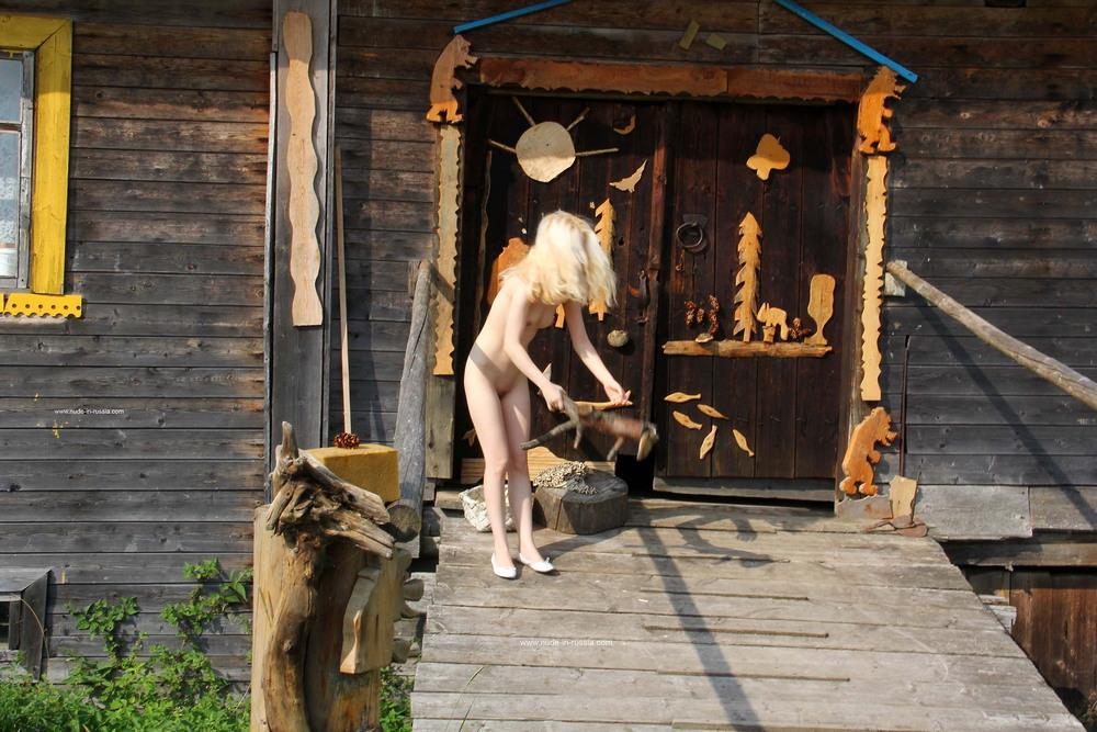 Мария в карельской деревне