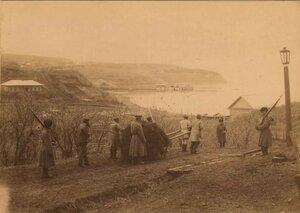 1890. Работы каторжников по вывозу навоза, Корсаковский пост.