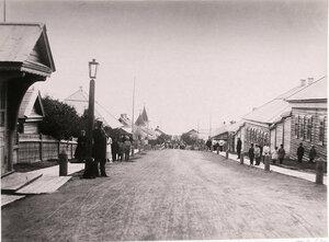 1891. Местные жители на главной улице поста.